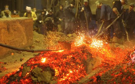 自然の恵みで燃え上がるたたらの炎